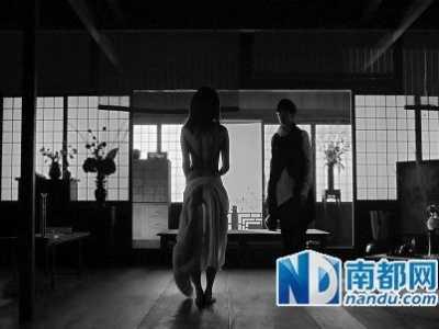 许嵩MV黄龄全裸出演成噱头 许嵩最难听的现场版