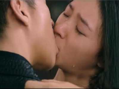 星女郎林允银幕初吻给了邓超 林允胸给邓超看图片