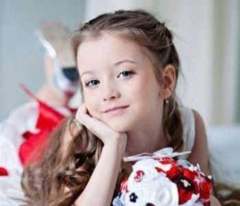 10款给小女孩扎头发的好看图片 小女孩编发发型图片