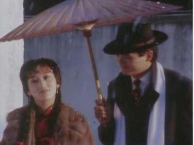 终于知道什幺叫尬演 黄晓明打伞
