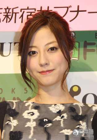 女星杉本有美宣布已和小4岁圈外男友结婚 日本女星杉本有美