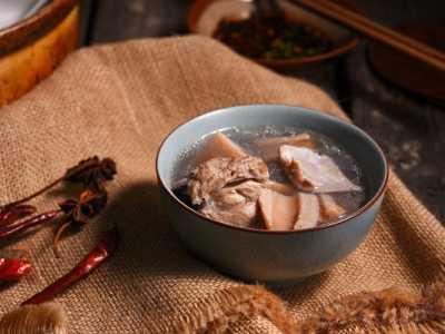 喝猪骨头汤对身体有什幺好处 排骨汤的营养价值健康美容小常识