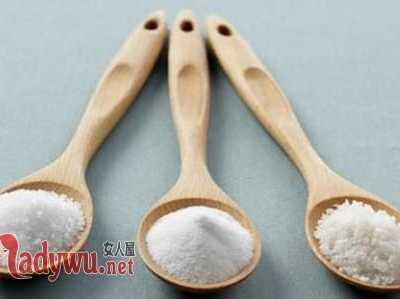 用盐水洗脸后还用洗面奶吗 洗面奶加盐