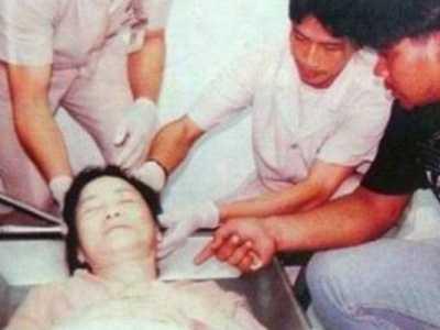 尸检照有掌印男友或称疑凶 邓丽君的死亡真相图