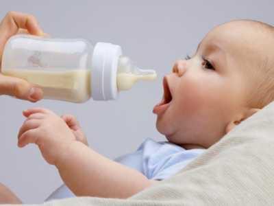 宝宝睡前喝奶粉的利弊 一岁宝宝睡前喝多少奶
