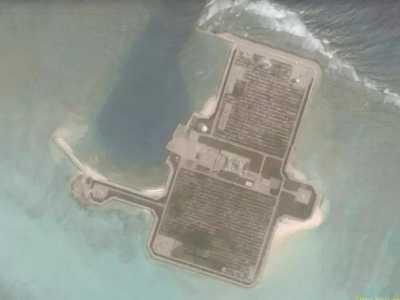 南海华阳礁最新卫星图曝光 永暑礁最新卫星图