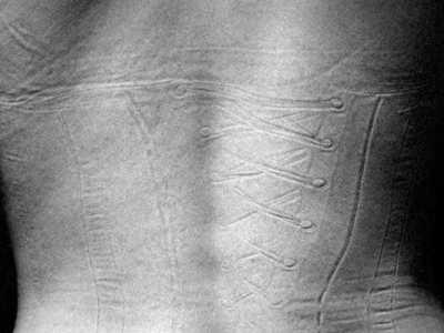 女人脱下衣物后原来是这样 女人没有衣服的照片