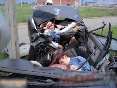 最新血淋淋污糟糟车祸漂亮女子身亡现场图片 浴室女尸恶心死了